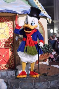 """Scrooge McDuck during """"Mickey's Once Upon A Christmas"""" parade during Mickey's Very Merry Christmas Party 2012 in Magic Kingdom. Disney Halloween, Halloween Mono, Cute Halloween Treats, Creepy Halloween Decorations, Halloween Dinner, Diy Halloween Decorations, Halloween Diy, Halloween Desserts, Outdoor Halloween"""