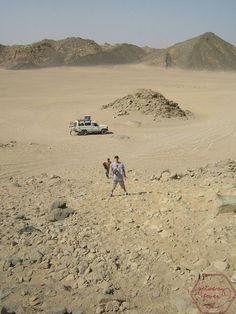 Climbing a hot desert cligg Climbing, Egypt, Photo Galleries, Deserts, Social Media, Gallery, Beach, Water, Outdoor
