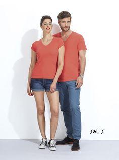 URID Merchandise -   T-SHIRT COM GOLA EM «V» ACENTUADA PARA HOMEM   6.488 http://uridmerchandise.com/loja/t-shirt-com-gola-em-v-acentuada-para-homem/