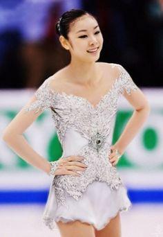 Yuna Kim figure skating costume