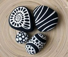 813 images about Kreativ - Rock / Stone / Pebble Art on We Heart It Pebble Painting, Pebble Art, Stone Painting, Stone Crafts, Rock Crafts, Pebble Stone, Stone Art, Caillou Roche, Posca Marker