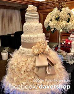 Gösterişli düğün pastaları