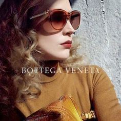 Campanie de advertising Bottega Veneta 2013 Bottega Veneta, Sunglasses, Lifestyle, Renaissance, Advertising, Shopping, Park, Tops, Fashion