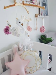 Five swan deluxe mobile Swan Nursery Decor, Baby Girl Nursery Decor, Nursery Themes, Nursery Ideas, Baby Mädchen Mobile, Cot Mobile, Baby Shower Gifts, Baby Gifts, Rainbow Nursery