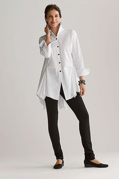 Fashion Over Fifty Ultimate Fashion Essential The White Tunic Shirt (rough luxe) Fashion Over Fifty, Over 50 Womens Fashion, Older Women Fashion, Peplum Shirts, Tunic Shirt, 50 Style, Mode Style, Mode Outfits, Casual Outfits