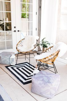 42 Outsanding Spring Decoration Ideas In The Small Terrace - Spring arrives, and we open our windows and let the outside in. Summer arrives, and we can't wait to enjoy the smells of fresh cut grass, bask in the . Small Backyard Patio, Backyard Patio Designs, Backyard Landscaping, Small Terrace, Daisy, Patio Decorating Ideas On A Budget, Patio Ideas, Backyard Ideas, Decor Ideas