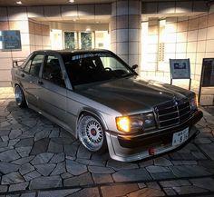 @yo_chanpapa   #w201owner Mercedes Benz 190e, Mercedes 190, Classic Mercedes, Daimler Ag, Saudi Arabia, Luxury Cars, Evolution, Automobile, Friends