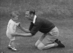Ha ha, fooled you: The king, wearing shorts, lovingly embraces a tiny and delighted Margaret in the garden
