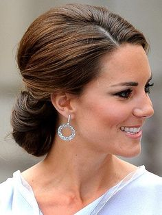 #katemiddleton inspired bridal Upstyle. This French roll hair would be perfect…