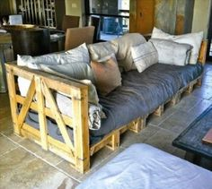 uses for old pallet ideas (22) then use couch cushions and add your own color or pattern!