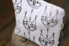 Aapiste - Design by Riikka Kaartilanmäki Forest Cat, Pouch, Textiles, Prints, Collection, Beautiful, Design, Sachets