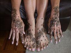 Hands and feet henna tattoos. Flower Tattoo Foot, Foot Tattoos, Body Art Tattoos, Sleeve Tattoos, Tatoos, Beautiful Henna Designs, Beautiful Tattoos, Pretty Tattoos, Beautiful Body