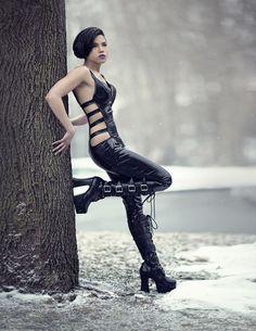 Beautiful #Goth girl from #Vampirefreaks Eilla