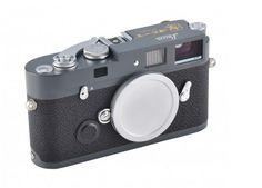 O modelo da câmera Leica M9 criado em comemoração ao centenário da República da China terá sua edição limitada em apenas 100 unidades numeradas e trará de volta materiais tradicionais como caixas de madeira, liga de cobre e zinco e couro vulcanite.