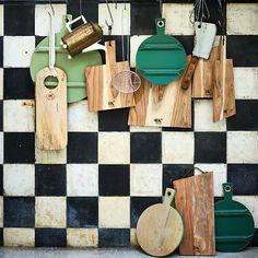 HK-living Broodplank acaciahout met lederen touwtje 41x14,5x1,5cm