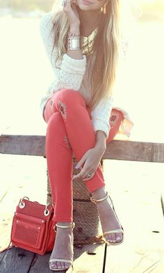 Fashion Outfit : Coral skinny jeans + white sweater. #ootd