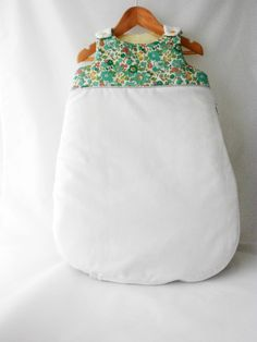 gigoteuse naissance - turbulette 0/6 mois été-hiver pour garçon et fille coton blanc et liberty Betsy vert menthe - Boîte gratuite de la boutique graineheritier sur Etsy