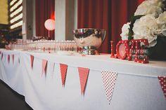 Mariage de famille par Ela & the Poppies - Décoration rouge