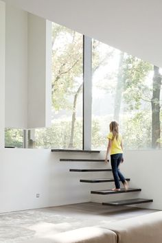 Outstanding Glass House with Two Levels: Eye Catching Details House Roces Interior Applied Floating Staircase Design That Leads You To Get I. Interior Stairs, Interior And Exterior, Modern Interior, Architecture Design, Installation Architecture, Building Architecture, Architecture Portfolio, Escalier Design, Floating Stairs