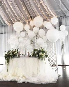 22 Creative Fun Ways to Use Balloons In Your Wedding Luftballons Hintergrund Hochzeit Dekoration Ide Wedding Balloon Decorations, Party Table Decorations, Backdrop Decorations, Wedding Balloons, Backdrop Wedding, Backdrop Ideas, Birthday Balloons, Tulle Balloons, Wedding Table