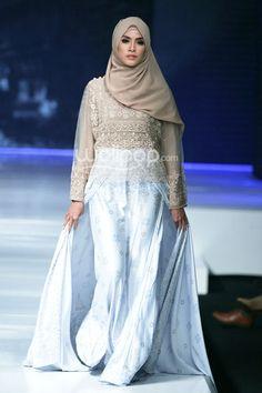 """Gadih"" by Ria Miranda, Jakarta Fashion & Food Festival 2014 Hijab Fashion, Fashion Outfits, Islamic Fashion, Hijab Chic, 2015 Trends, Food Festival, Jakarta, Comfy Clothes, My Style"