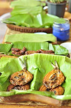 Daing na Bangus, Filipino dish enjoyed with fried rice known as Sinangag during breakfast. Big Meals, Easy Meals, Filipino Breakfast, Food & Wine Magazine, Island Food, Breakfast Buffet, Filipino Recipes, Wine Recipes, Yummy Recipes
