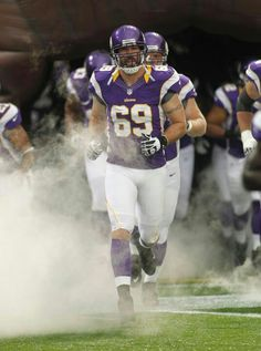 Jared Allen...not only does he play for the Vikings he also hunts!! <3