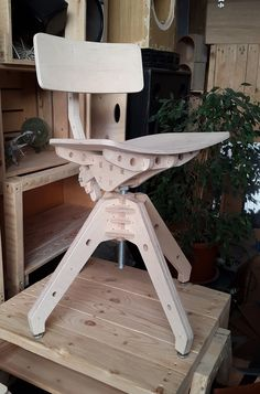 Machinist chair - Private commission Birch ply and steel Plywood Chair, Plywood Furniture, Furniture Projects, Cool Furniture, Wood Projects, Furniture Design, Wood Joinery, Cnc Wood, Muebles Art Deco