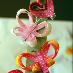 Hand-made hair clips, just a pic.. but you can easily see how they are made.