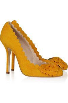 Bow Appetit… Scalloped Suede Pumps by Oscar De La Renta Pretty Shoes, Beautiful Shoes, Simply Beautiful, Crazy Shoes, Me Too Shoes, Christian Louboutin, Stiletto Heels, High Heels, Pumps Heels