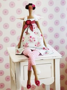 I just love this website - really cute and original gift ideas. This Garden Angel is my first but sure won´t be last!