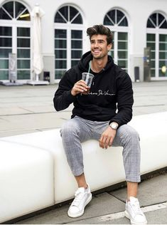 Mens Casual Dress Outfits, Stylish Mens Outfits, Mode Masculine, Streetwear Magazine, Mode Man, Men With Street Style, Herren Outfit, Mode Outfits, Sport Outfits