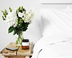 How to feng shui your bedroom for better sleep Feng Shui, Interior Design Minimalist, Minimalist Decor, Minimalist Lifestyle, Minimalist Bedroom, Modern Minimalist, Hygge, Interior Styling, Interior Decorating