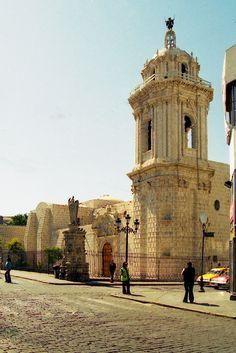 https://flic.kr/p/4fJ1Gr | Iglesia en el centro, Arequipa, Peru | Alguien me ayuda con el nombre?  Tomada con Nikon N75, lente Nikkor 28-80 pelicula negativa Kodak proimage 200