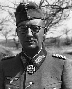 ✠ Hans-Kurt Höcker (1 August 1894 – 10 August 1961) RK 14.04.1943 Generalleutnant Kdr 258. Inf.Div