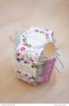 Wedding Favour http://www.theprettyblog.com/wedding/spoil-yourself-bath-salt-packaging/