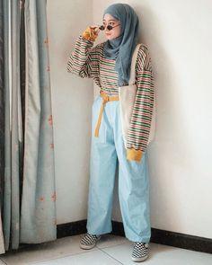 Celanaku dari @abern.co, udah sama belt kuningnya juga dong👌🏼 Modern Hijab Fashion, Muslim Fashion, Modest Fashion, Korean Fashion, Fashion Outfits, Hijab Casual, Hijab Chic, Retro Outfits, Vintage Outfits