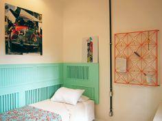 Uma casa de vila retrô. Veja: http://casadevalentina.com.br/projetos/detalhes/casa-de-vila-com-perfume-retro-566 #decor #decoracao #interior #design #casa #home #house #idea #ideia #detalhes #details #style #estilo #casadevalentina #bedroom #quarto