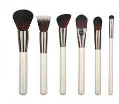 Washing Makeup Brushes to Prevent Breakouts How To Wash Makeup Brushes, Eye Brushes, It Cosmetics Brushes, Makeup Brush Set, Cosmetic Brushes, Neutrogena, Fashion Looks, Face Tips, Contour Brush