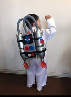 Have an astronaut costume contest.Rocket Astronaut Costume for kid Horse Costumes, Baby Costumes, Cool Costumes, Halloween Costumes For Kids, Halloween Crafts, Carnival Costumes, Halloween 2019, Cosplay Costumes, Diy Astronaut Costume