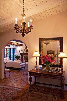 hacienda style homes | Hacienda in Serra Retreat - Home Bunch - An Interior Design & Luxury ...esta casi perfecto, la entrada y el piso