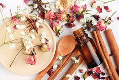 How to Make Natural Pheromones - Essential oils - 2019 Perfume Essential Oil For Ibs, Essential Oil Perfume, Orange Essential Oil, Essential Oil Blends, Pure Essential, Pheromone Perfume, Perfume Floral, Diy Beauté, Perfume Recipes
