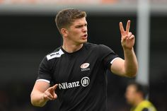 Owen Farrell Photos Photos - Owen Farrell of Saracens instructs teammates as they warm up prior to kickoff during the Aviva Premiership semi final match between Exeter Chiefs and Saracens at Sandy Park on May 20, 2017 in Exeter, England. - Exeter Chiefs v Saracens - Aviva Premiership Semi Final Ten Million Fireflies, Exeter England, Exeter Chiefs, Rugby Players, Semi Final, How To Fall Asleep, Legends, Oc, Photos