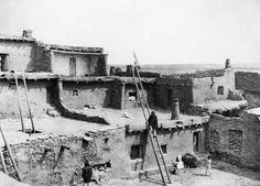 http://media1.school.eb.com/eb-media/11/41911-050-C1C7C809.jpg_ Pueblo_ early 1900s