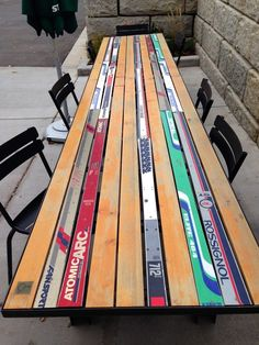 One idea for those old skis in your garage! One idea for those old skis in your garage! Décor Ski, Ski Lodge Decor, Snow Skiing, Diy Furniture, Cabin Furniture, Western Furniture, Furniture Design, Home Projects, Rustic Cabins