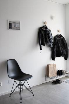 So smart with that IKEA shelf as a shoe rack.