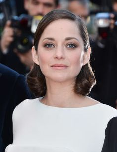 Marion Cotillard makes the most of uneven texture by curling the ends with a barrel iron. The ends will wrap up loosely by the nape of your neck for a sophisticated old Hollywood look.