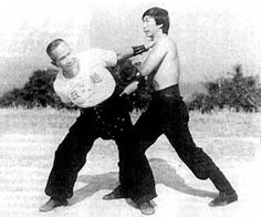 Shaolin Hung Gar Kuen photo uploaded by Traditional Chinese Kungfu from faceboook Thumbs up for vintage martial arts photos! What a gem Karate Styles, Kempo Karate, Goju Ryu, Chinese Martial Arts, Hapkido, Photo Upload, Traditional Chinese, Bruce Lee, Tai Chi