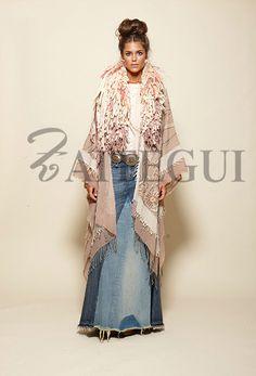 Cuello de flecos de lana en crudo y rosa