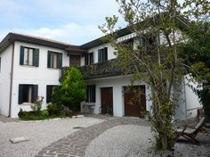 Bed & Breakfast in Venice, Italy. Our house is located in a quiet safe and friendly residential area not so far from the touristic center (the island), close to the bus stops and all amenities!  Casa d'Oro is a beautiful house in a quiet residential area in Venice mainland, the pe...